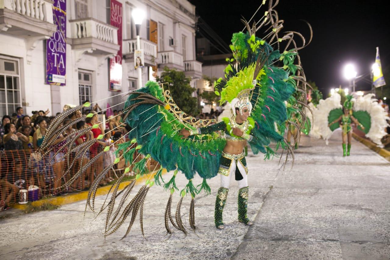 Reconquista vibró al ritmo del carnaval en una noche magnífica
