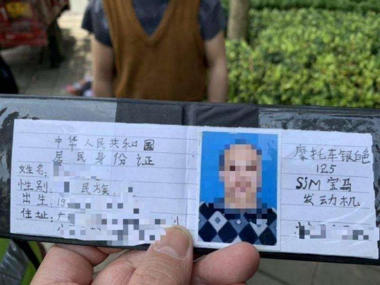 Usaba un papel escrito a mano en lugar de la licencia de conducir