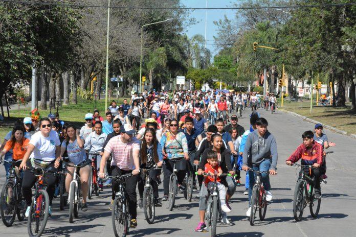 Estudiantina Avellaneda: bicicleteada, mural, danzas y actividades deportivas