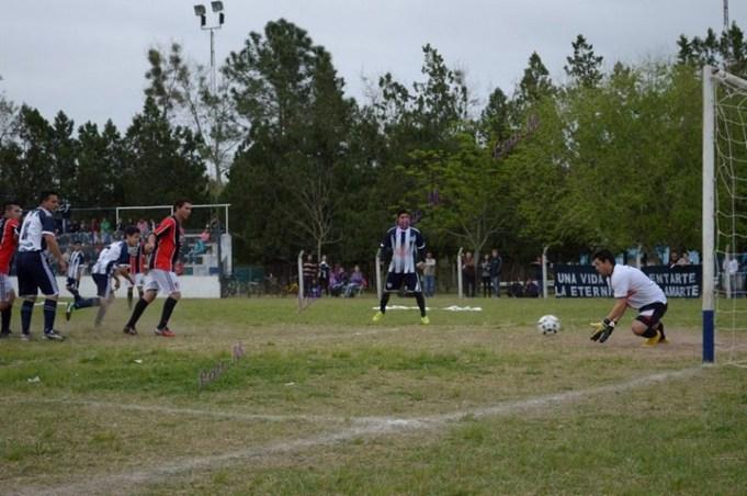 Fútbol Liguista: esta noche se conoce el octavo y ya está el sorteo de las zonas