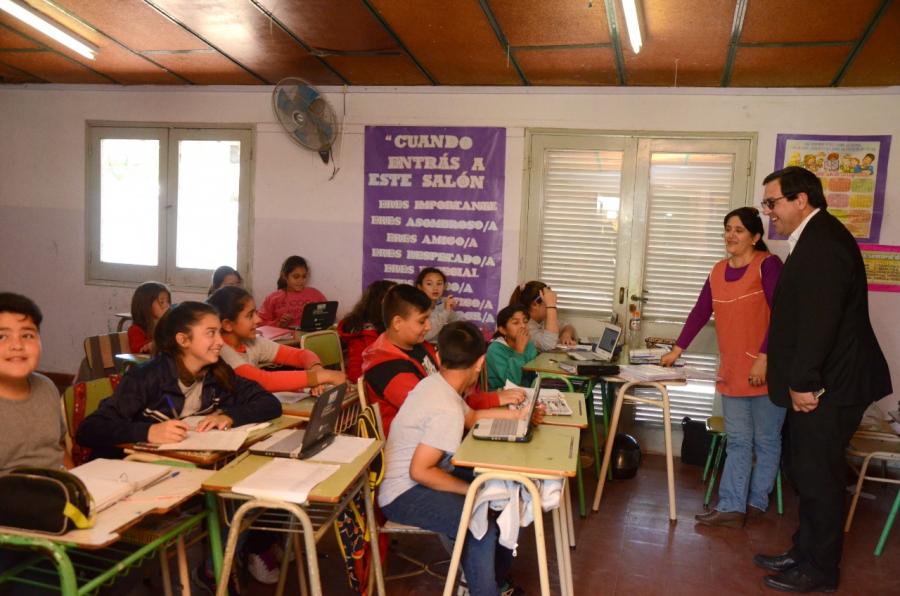 El Intendente Vallejos hizo entrega del FAE a instituciones educativas de la ciudad