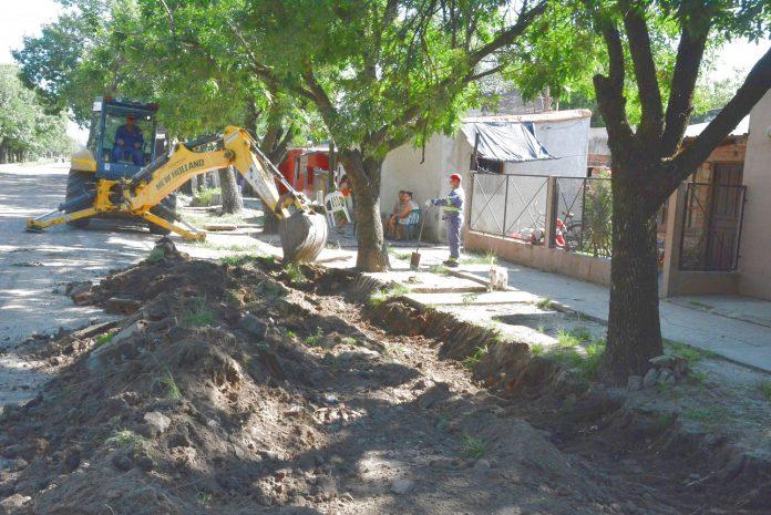 Se concretan cuneteos en Bº Don Pedro de Avellaneda