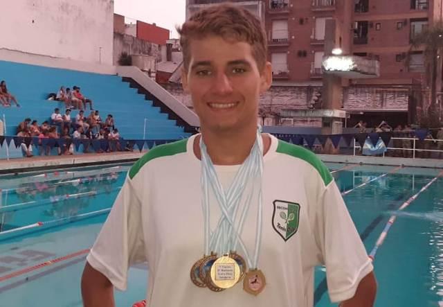 Natación de pileta en Paraná:  Nelver Carmelino ganó todo lo que disputó