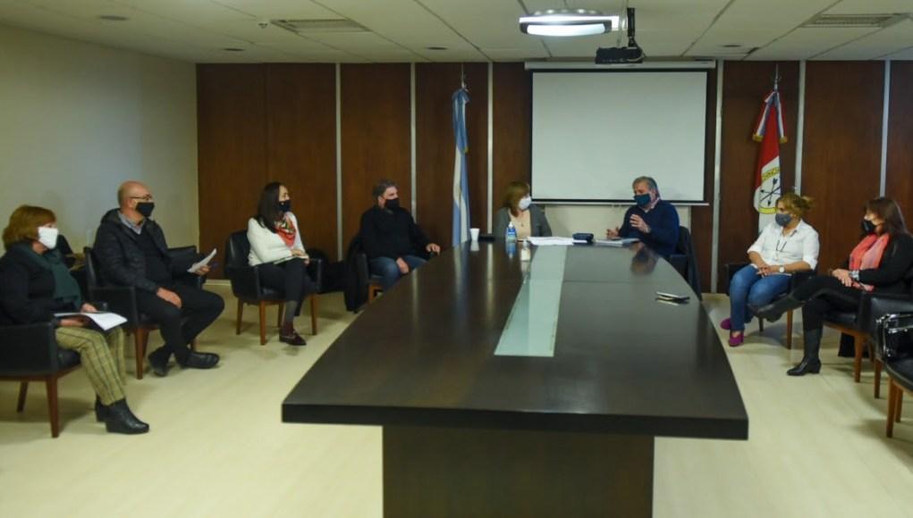 Se reunió el Consejo Interministerial para comenzar a evaluar el regreso a las aulas en la provincia