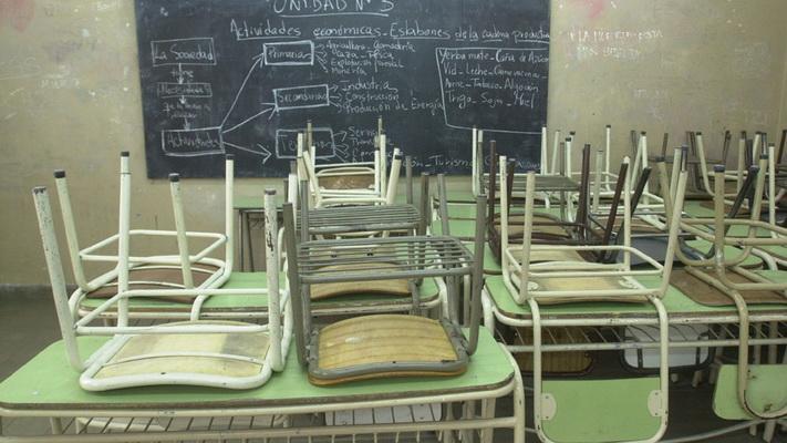 Comenzó la desinfección de los establecimientos educativos