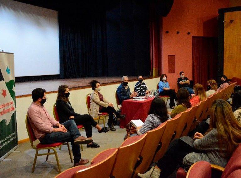Reunión con representantes de escuelas primarias públicas de Avellaneda