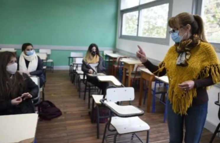 Alumnos del último año de secundaria podrían terminar las clases en abril 2021