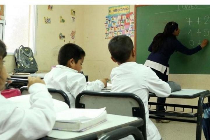 Pagarán asistencia de 10 mil pesos a docentes reemplazantes