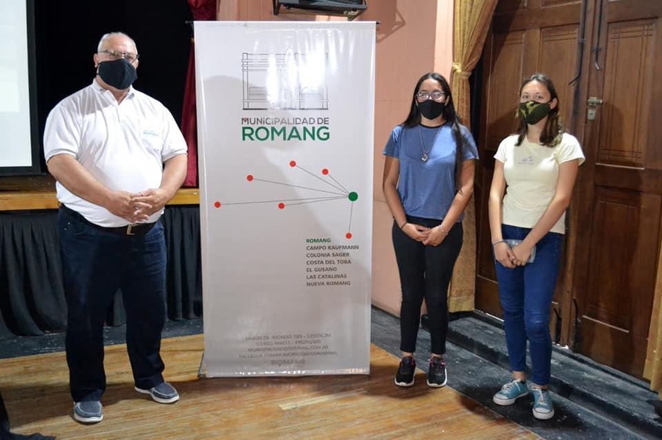 Entregaron Becas en Romang