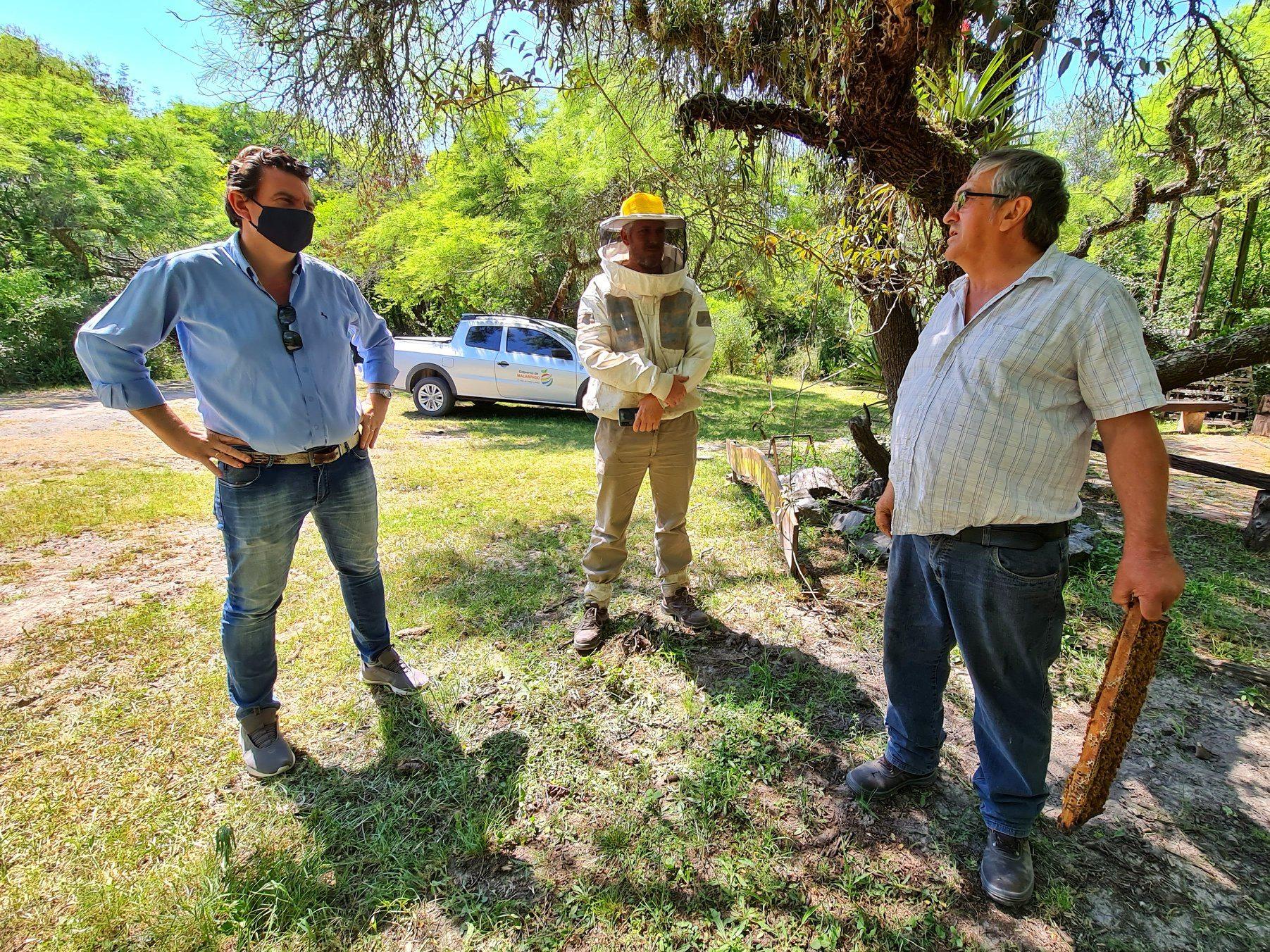 El Intendente Sponton visitó el criadero de abejas reinas en el «Jardín de Malabrigo»