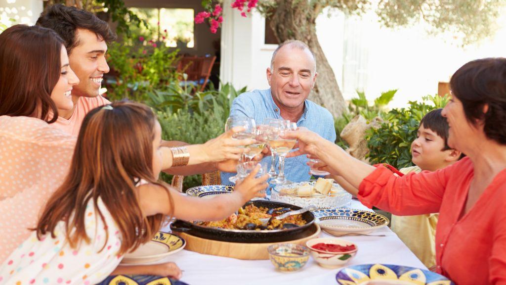 Habilitarán encuentros familiares de hasta 15 personas por las fiestas