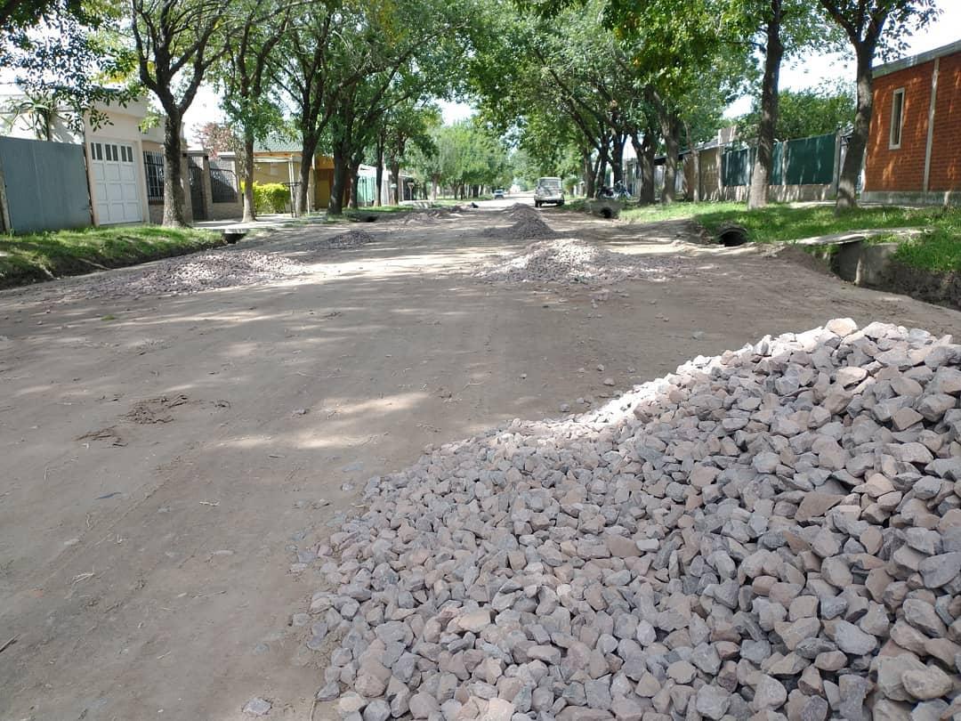 Romang: mejorado de calles de calzada natural
