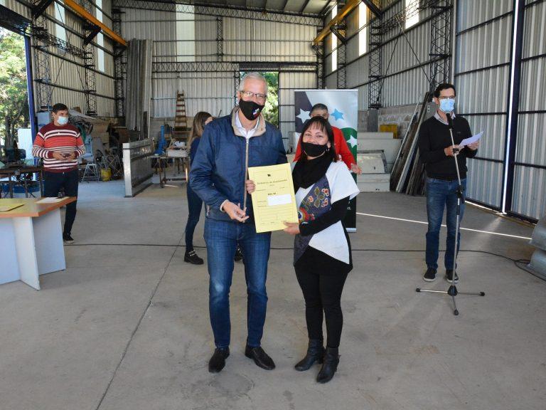 Entregaron créditos productivos a emprendedores y adjudicaron lotes en el Parque Industrial de Avellaneda