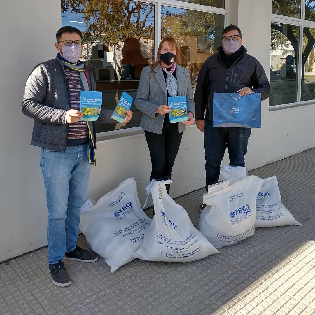 """Entrega de las semillas del programa """"Huerta Familiar Santafesina"""""""