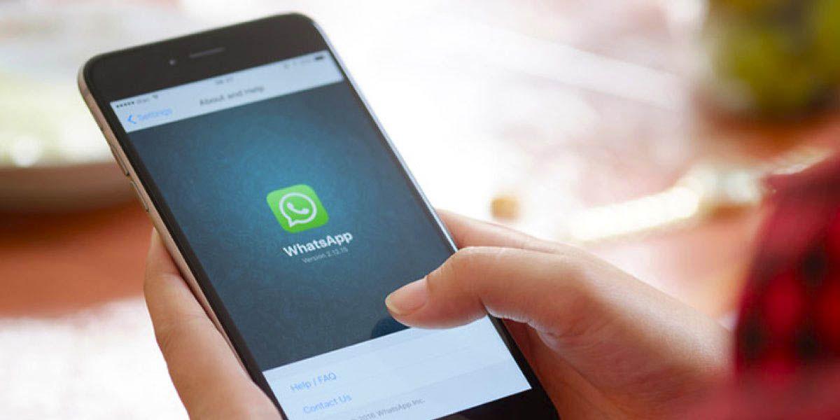"""WhatsApp: cómo reenviar un mensaje sin que te aparezca como """"reenviado"""""""