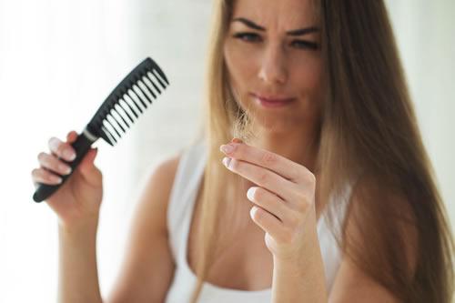 5 malos hábitos que provocan la caída del cabello
