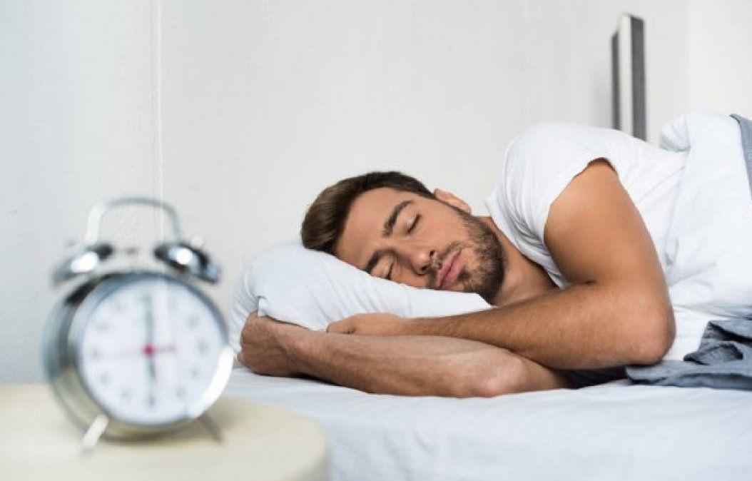 Qué puede pasar si se duerme menos de 6 horas diarias